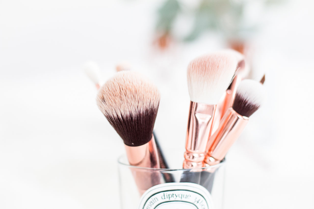 monday inspiration rose gold makeup brushes