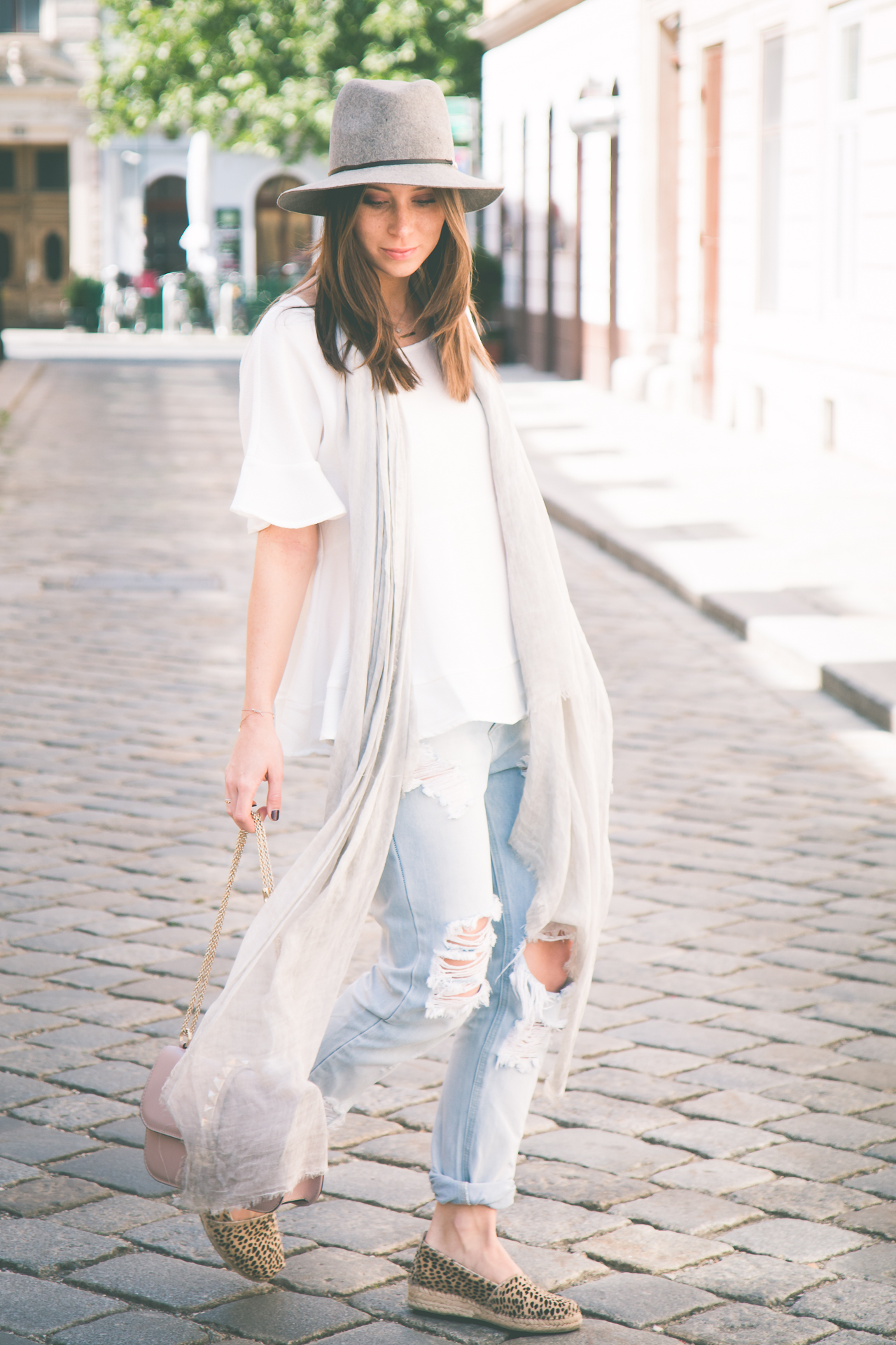 OUTFIT: ripped denim for sunny days