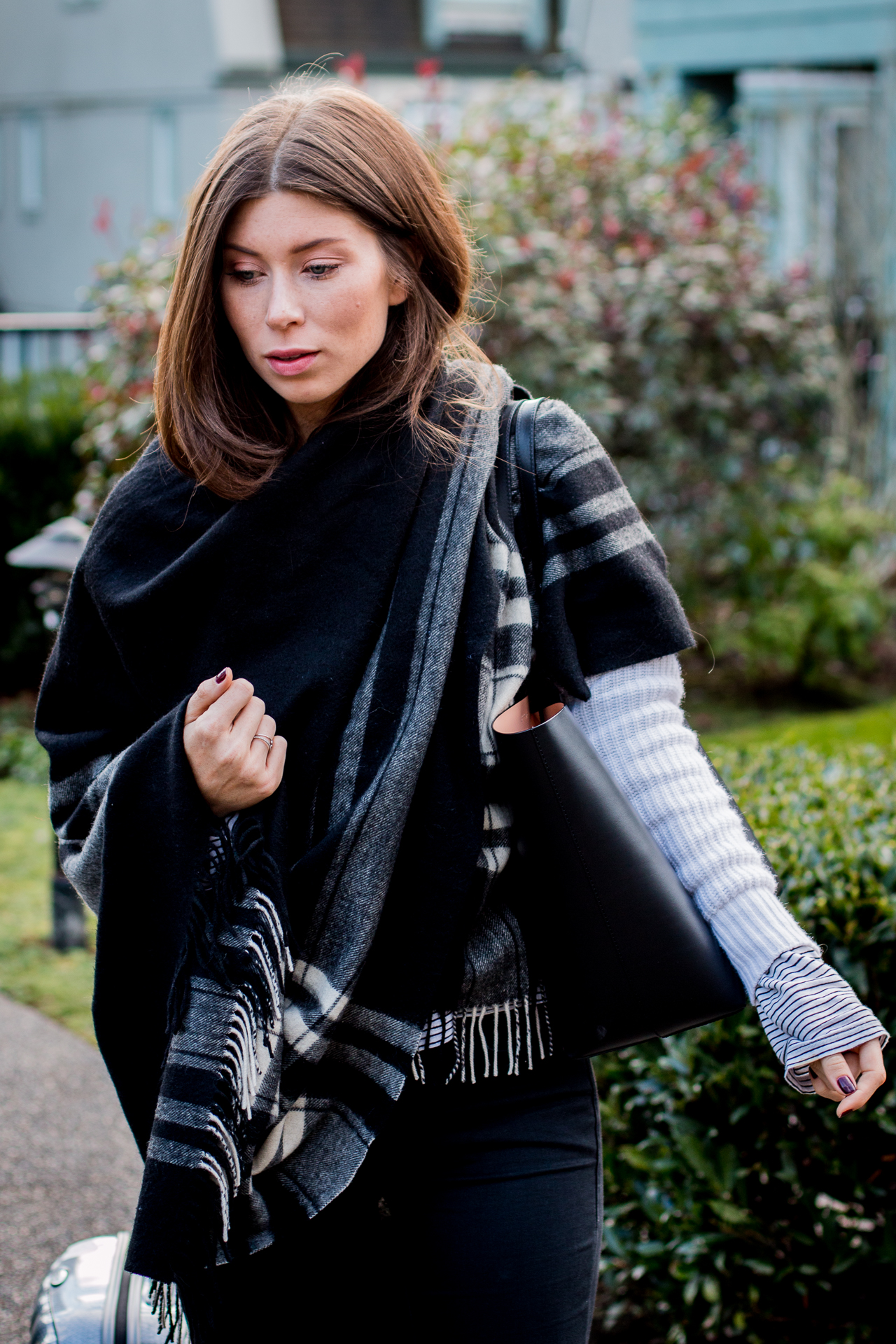 OUTFIT: black shopper tote
