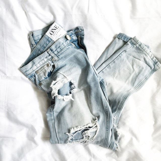 how to wear ripped jeans   Bikinis & Passports