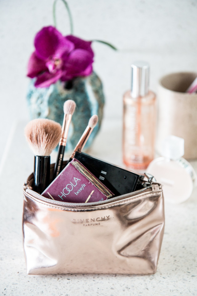 BEAUTY: what's in my make-up bag? + summer make-up essentials | Bikinis & Passports