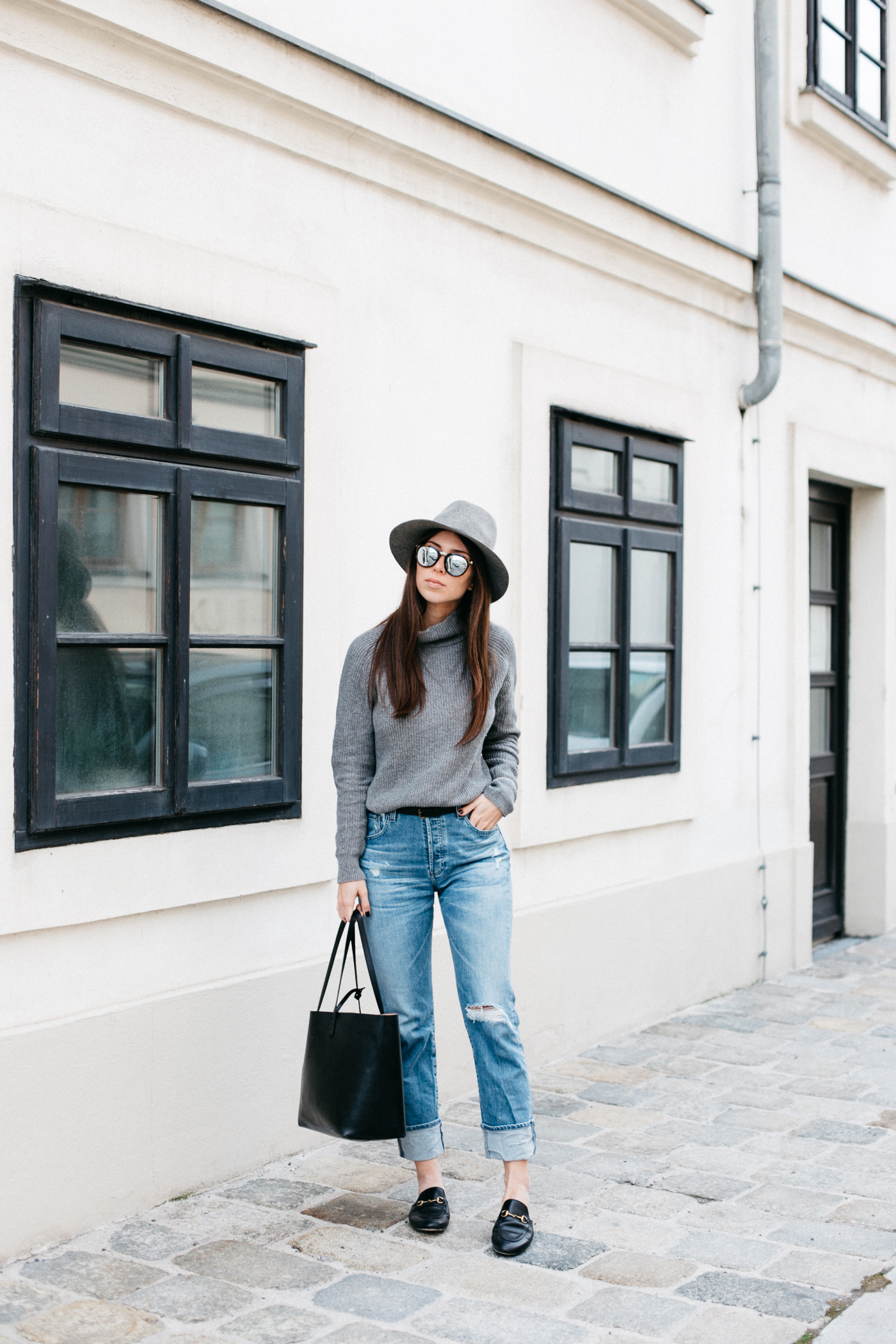 OUTFIT: basics + a hat.