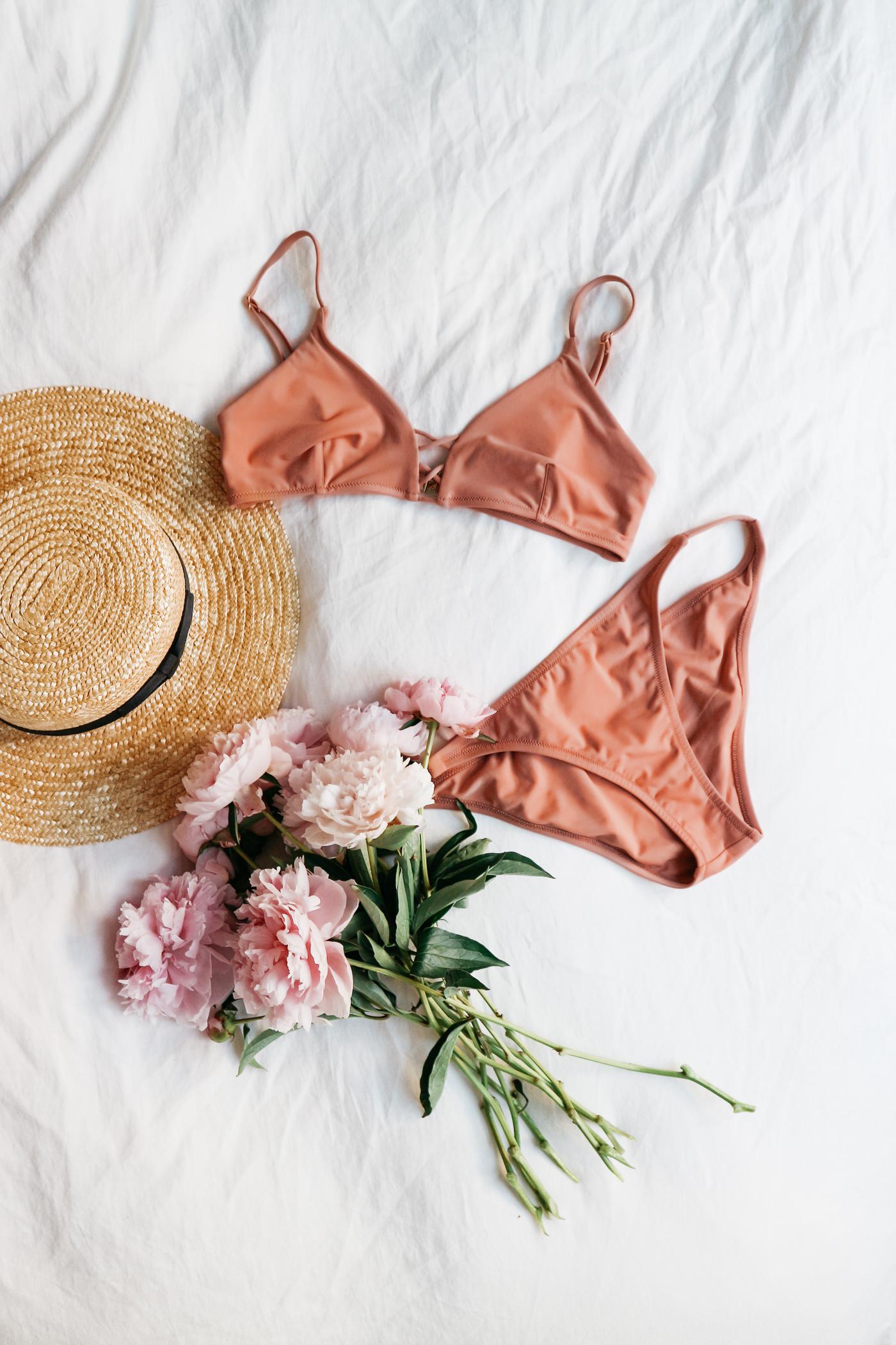 Canon EOS M10: Postcards from Ibiza | Bikinis & Passports