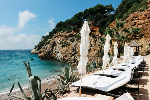 Canon EOS M10: Postcards from Ibiza | Bikinis & Passports
