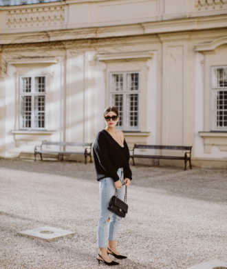 Outfit: Closed V-Neck Sweater, Alpaka Pullover | Bikinis & Passports