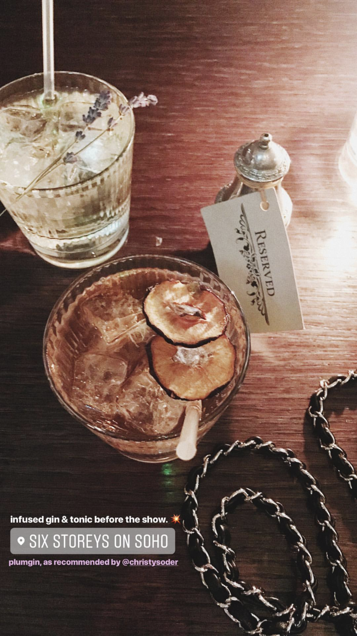London Instagram Stories @vickyheiler | Bikinis & Passports