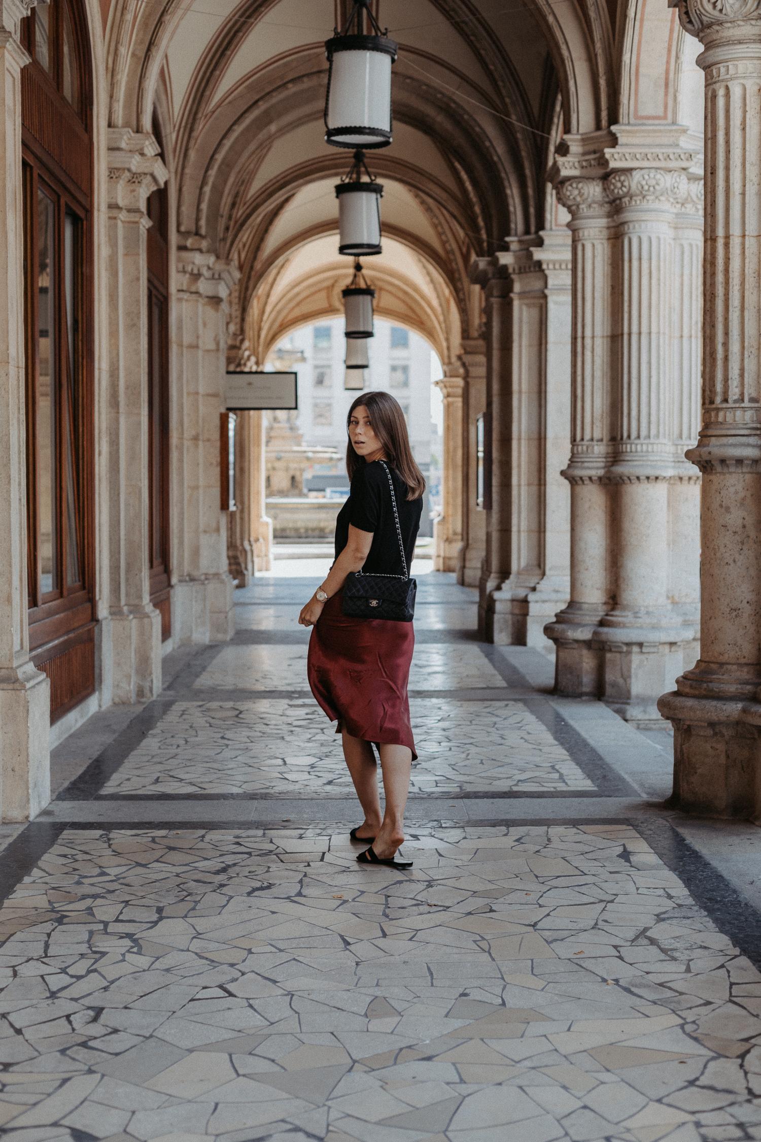 EDITED Versand Österreich: Midi silk skirt | Bikinis & Passports