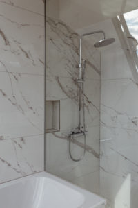 White Marble Bathroom | Bikinis & PassportsWhite Marble Bathroom | Bikinis & Passports