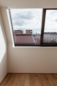 Dachgeschoss Wohnung Wien   Bikinis & Passports
