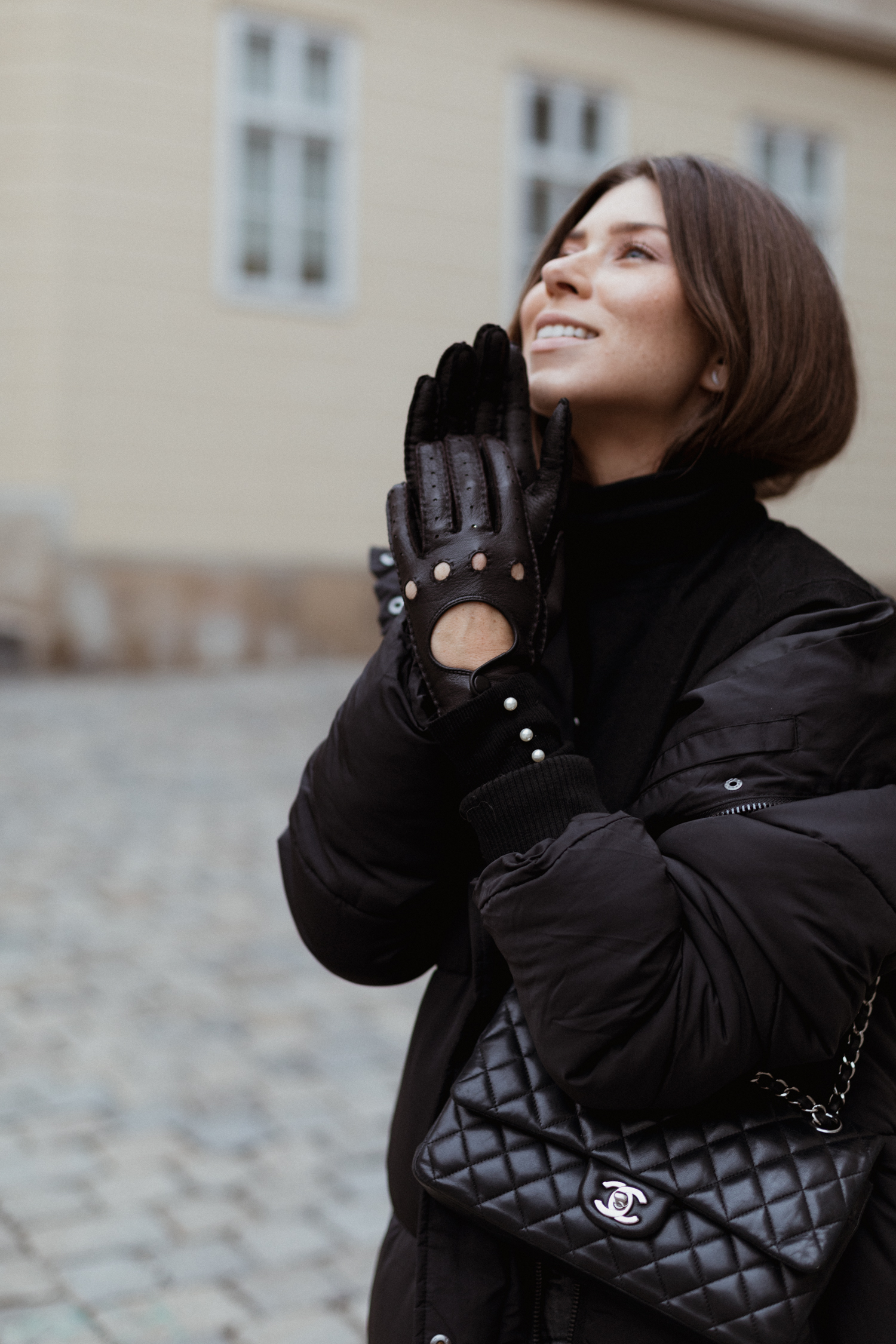 Roeckl Driver Gloves: all black winte routfit - Bikinis & Passports