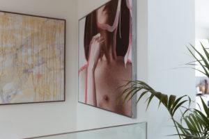 Vicky Heiler Apartment, Living Room: Julian Epok Künstler Wien - Bikinis & Passports